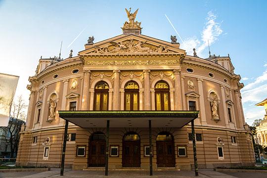 Opera i Ljubljana och Zagreb